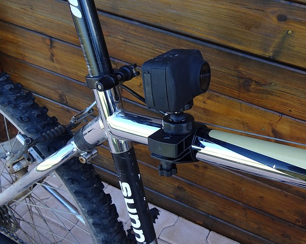 fixation camera tube guidon articulee vtt